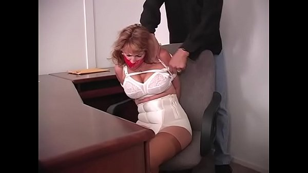 Secretary, Gagging