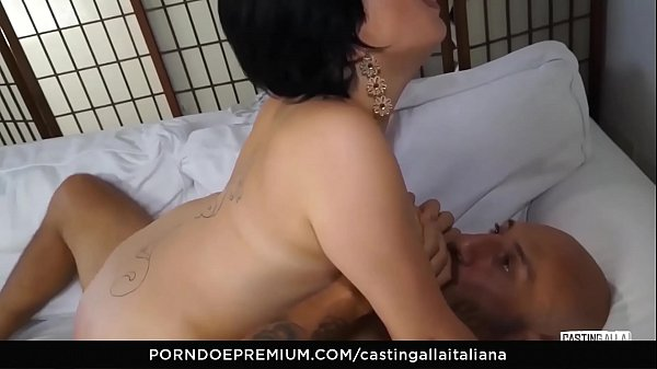 Casting anal, First, Anal casting, Romanian